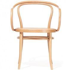 No. 30 is een van de klassieke stoelen van TON. Dit is een waar tijdloos en zeer veelzijdig ontwerp. No. 30 werd in het begin van de 20e eeuw veel door Le Corbusier gebruikt in zijn interieurs.