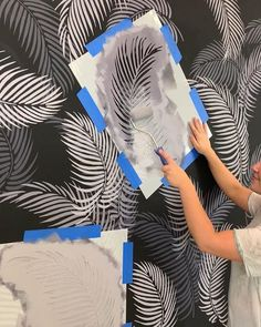 Get your own tropical paradise with these simple DIY wall stencils from Cutting . - Home Decor Design Get your own tropical paradise with these simple DIY wall stencils from Cutting . # simple Home Decor Dark Accent Walls, Accent Wall Bedroom, Diy Wall Painting, Creative Wall Painting, Stencil Wall Art, Damask Stencil, Faux Painting, Stencil Diy, Stencils For Walls