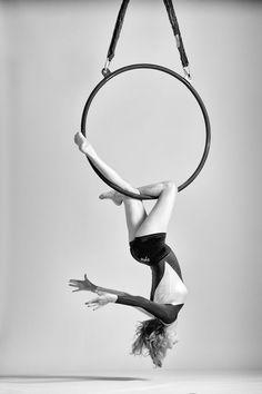 Lyra, knee hang walking man variation