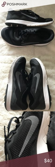 Women's Nike Sneakers Sz 8 Black Lifestyle Pre owned great condition! Sz 8, true to size. Lightweight. Nike Shoes Sneakers
