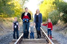 Colorful Family Picture Outfit Ideas | Colorful Family Picture Outfit Ideas - Bing ... | Family Portrait Ses ...