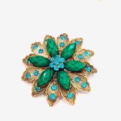 Broche fleur verte et bleue: http://www.laoula-bijoux.com/broche-fantaisie.htm