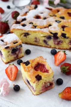 ciasto jogurtowe ztruskawkami Baking Recipes, Dessert Recipes, Desserts, I Love Food, Good Food, Polish Recipes, Polish Food, Healthy Cake, Something Sweet