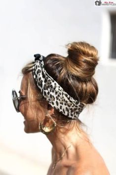 We are here to introduce you to the very versatile and absolutely gorgeous world of bun hairstyles and the many ways to wear your hair. Summer Hairstyles, Braided Hairstyles, Cool Hairstyles, Hair Dos, Your Hair, Hair In A Bun, Hair Inspo, Hair Inspiration, Head Scarf Styles