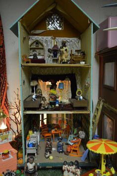 ANTIQUE DOLLHOUSE NAMED 'THE TOWN HOUSE'