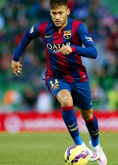 Neymar JR Photos - Neymar JR of Barcelona runs with the ball during the La Liga match between Elche FC and FC Barcelona at Estadio Manuel Martinez Valero on January 2015 in Elche, Spain. - Elche FC v FC Barcelona - La Liga Neymar Barcelona, Barcelona Team, Lionel Messi, Messi And Neymar, Neymar Jr 2014, Soccer Boys, Professional Football, Best Player, Football Players