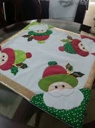 Imagen relacionada Christmas Placemats, Christmas Applique, Christmas Sewing, Christmas Table Decorations, Christmas Art, Christmas Projects, Holiday Decor, Table Runner Pattern, Quilted Table Runners
