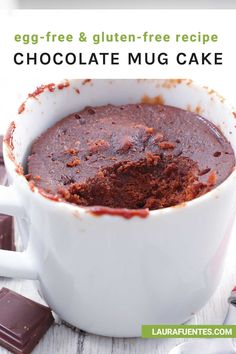 A healthy chocolate mug cake that's perfectly moist, decadent, and made without refined sugar, gluten, or eggs! Healthy Chocolate Mug Cake, Mug Cake Healthy, Chocolate Mugs, Chocolate Recipes, Egg Free Recipes, Easy Cake Recipes, Healthy Dessert Recipes, Gluten Free Sweets, Gluten Free Baking