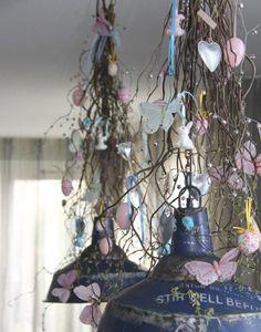 Paasdecoratie,  hangende bos decoratietakken Naturel, verkrijgbaar op webshop www.decoratietakken.nl Easter Eggs, Diys, Spring, Home Decor, Van, Google, Homemade Home Decor, Bricolage, Vans