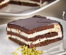 TH. Tarta de chocolate y queso con pistachos | https://lomejordelaweb.es/