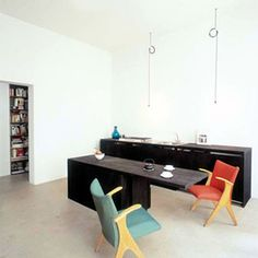 Black kitchen cabinets by Thomas Bendel - Apartment Hofstetter
