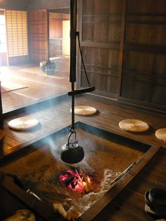 Irori - Japanese traditional open fireplace sunken in the surface of the wooden floor; hearth around the fireplace 囲炉裏 Japanese Tea House, Traditional Japanese House, Japanese Apron, Tea House Japan, Japanese Homes, Japanese Interior, Japanese Design, Irori, Japanese Bathroom