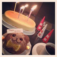 "[BDD❷*2012/09/18]    串揚げ屋さんに      先ほどのケーキを持ち込んで     相方のバースデーお祝い ʕु-̫͡-ʔु""      @串寅"