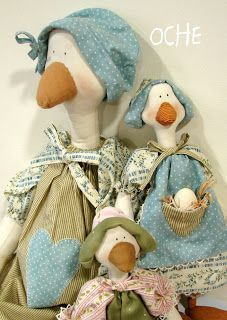 Blog voltado à artesanato em geral.                                                                                                                                                                                 Mais Fabric Animals, Fabric Birds, Felt Animals, Sewing Toys, Sewing Crafts, Sewing Projects, Doll Clothes Patterns, Doll Patterns, Handmade Toys