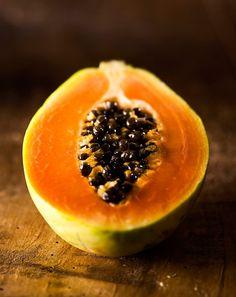 Aromatyczna papaja kusi smakiem i wyglądem. Co więcej sprawia, że i my stajemy się wyjątkowo kuszący. Jest ona, bowiem uznawana za afrodyzjak.