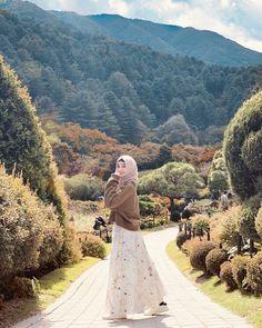 Modern Hijab Fashion, Muslim Women Fashion, Hijab Fashion Inspiration, Casual Hijab Outfit, Ootd Hijab, Hijab Fashionista, How To Pose, Beautiful Hijab, Aesthetic Pictures