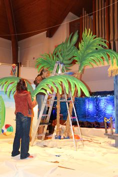 Who can have a Surf Shack VBS without palm trees? Create palm trees to add a pop of color and fun to any beach scene. See Decorating Guide for more details! cokesburyvbs.com