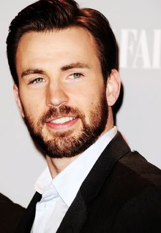 Chris Evans..... w/ a beard :D