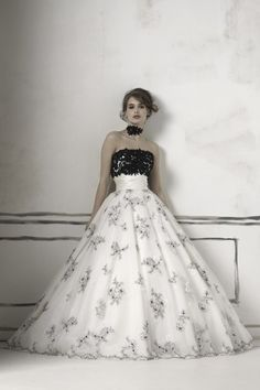 eebe69651e4 Black and White wedding dress Chapel Wedding Dresses
