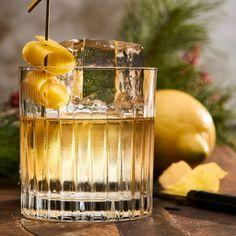 Rusty nail - recept på whiskeydrink Cocktail Recipes, Cocktails, Whiskey Sour, Sidecar, Tis The Season, Yummy Drinks, Light Bulb, Vanilj, Alcohol