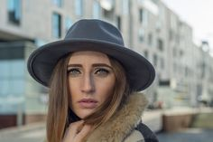 New Look wearing Poi Lei burgundy boots and Bershka grey Cape with fringes | Lisa Fiege | Fashionblog Cologne/Köln