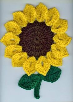 Crochet Sunflowers Potholders Pair by stefsmom on Etsy No pattern Crochet Motifs, Crochet Potholders, Crochet Stitches, Crochet Flower Tutorial, Crochet Flower Patterns, Crochet Flowers, Sunflower Crafts, Crochet Sunflower, Crochet Home