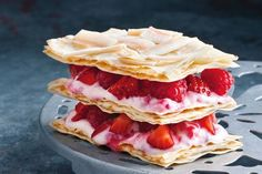 This incredible berry mille-feuille is low in fat and sugar, with melt-in-your-mouth layers of crumbly filo pastry, coconut chips, fresh berries and a hint of Malibu. Slimming World Desserts, Low Fat Desserts, Delicious Desserts, Dessert Recipes, Yummy Food, Healthy Food, Healthy Eating, Colorful Desserts, No Bake Treats