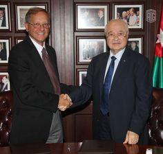 أبوغزاله والأونروا يتفقان على تنفيذ برامج لبناء القدرات للاجئين الفلسطينيين