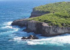 Porte d'Enfer en Guadeloupe : juste à côté se trouve la plage d'Anse Bertrand. Dream Vacations, Explore, Outdoor, Bertrand, Dreams, Live, Nice Beach, Underworld, Outdoors
