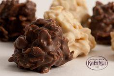 Crocantes: Crujientes cereales en perfecto contraste con chocolate leche o chocolate blanco. © Copyright Chocolates Rapa Nui