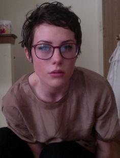 [self] mid-length pixie