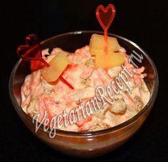 Салат с изюмом и морковью - вкусный и полезный. Его можно готовить как десерт или в качестве закуски.