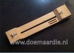 Paracord knoopplank, jig. 2 lengtes: Tot max 35 cm voor bv armbanden of kleine halsbanden.  Tot max 75 cm voor bv grotere halsbanden.  Om halsbanden tot 75 cm mee te knopen.