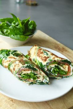 Spinazie-omelet met zalm en roomkaas - Beaufood - Spinazie-omelet met zalm en roomkaas , Lunchen zonder brood, Glutenvrije lunch recepten, Beaufood r - Healthy Food Blogs, Healthy Snacks, Healthy Eating, Healthy Recipes, Lunch Saludable, Comidas Light, Food Inspiration, Love Food, Clean Eating