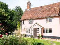 Pretty Suffolk country cottage