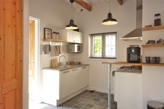 """""""Tuinkamer"""" with your own fully equipped kitchen with dishwasher, fridge, coffee machine..... with old authentic details"""