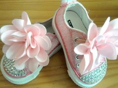 Adorable Pink Bling Converse Shoes with pink fabric flower. Bling Wedding Shoes, Bling Shoes, Bedazzled Shoes, Baby Bling, Pink Bling, Baby Girl Fashion, Fashion Kids, Fashion Models, Baby Girl Shoes
