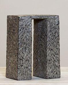 Ada van Wonderen - Tweepoot - beeldhouwwerk in steen