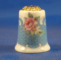 FINE CHINA THIMBLE - PINK ROSE ON BLUE FILIGREE TOP