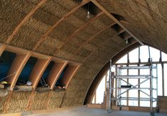 Vault style strawbale house -- Designing and Self Building an Affordable Straw Bale House « Eco Homes, Energy Efficient Homes, Build a Better Home : House Planning Help Straw Bale Construction, Eco Buildings, Straw Bales, Natural Homes, Energy Efficient Homes, Earth Homes, Natural Building, Earthship, Building A House