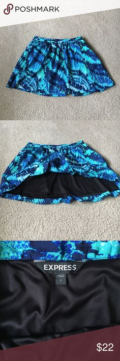 Express Printed Skirt This skirt is fun and flirty. It does not have stretch but does have pockets! Express Skirts
