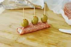 Quick Salami & Cream Cheese Bites ~ With just three ingredients, you can have a platter of crowd-pleasing party snacks ready in minutes.  www.thekitchenismyplayground.com