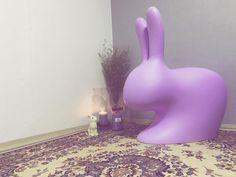 #생일선물#토끼#토끼덕후#토끼띠#연보라#보라토끼#토끼의자#토끼체어#페르시안카페트#토끼무드등#새댁#안방한켠#래빗체어#퀴부체어#퀴부토끼#퀴부래빗#퀴부#스테파노지오반노니#qeeboo#rabbit#rabbitchair