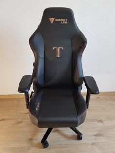 One of the top gaming chair brands, Secretlab, officially updated its legendary Titan Series which has been one of its best selling models. Desk Chair, Gaming Chair, Narrow Bench, Sequence Game, Best Gaming Setup, Metallic Bodies, Cream Pillows, Chair Pictures, Room For Improvement