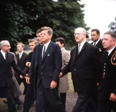 John F Kennedy pictured with Irish Prime Minister Eamon De Valera, Ireland, 1963 ❃❤❁❤✾❤✾❤❁ http://en.wikipedia.org/wiki/John_F._Kennedy