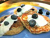 Old Fashioned Oatmeal-Blueberry Pancakes Recipe [good--I added a bit of flax seed meal] Healthy Breakfast Recipes, Breakfast Ideas, Healthy Eating, Healthy Recipes, Blueberry Oatmeal Pancakes, Old Fashioned Oatmeal, Flax Seed Recipes, Tasty Dishes, Baby Food Recipes