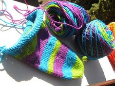 Yarn Floozies: Dyeing with a knitting loom