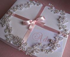 Tiara para noiva com flores em pérolas brancas, miçangas Tchecas Preciosa prata e fio de metal banhado a prata (modelo 218). A peça é flexível, podendo ser usada em diversos tipos de penteados. Medida aproximada: 51 cm * * * IMPORTANTE * * * Pronta entrega / Prazo de 3 dias úteis para p... Bridal Crown, Bridal Tiara, Headpiece Wedding, Bridal Headpieces, Headpiece Jewelry, Wedding Jewelry, Corona Floral, Wedding Tiaras, Bridal Hair Pins