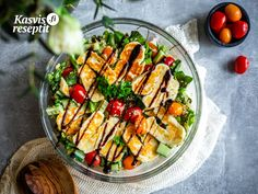 Helppo ja raikas salaatti halloumilla ja kvinoalla. #villinävegeen #quinoa #sallad Halloumi, Pasta Salad, Ethnic Recipes, Food, Meal, Essen, Cold Noodle Salads, Hoods, Noodle Salads