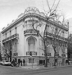 Το Μέγαρο Λιβιεράτου που ανεγέρθηκε το 1910 σε σχέδια του αρχιτέκτονα Αλεξ. Νικολούδη